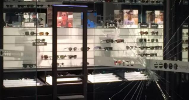 Bellavista广场眼镜店遭抢劫 损失名牌眼镜达3000多万。