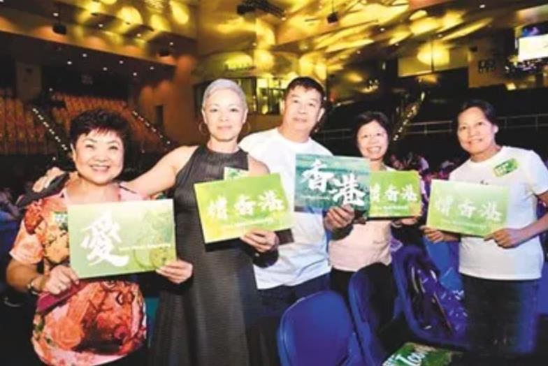千名香港市民用歌声传递正能量