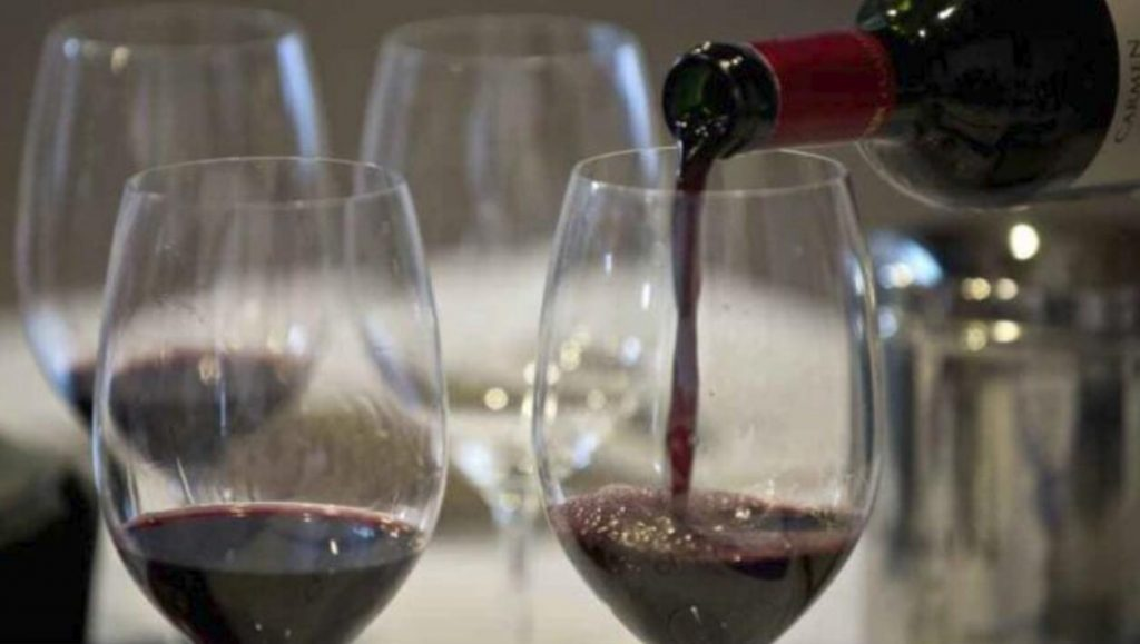 """智利参议院4年内消耗7300多瓶酒并通过""""禁酒令"""""""