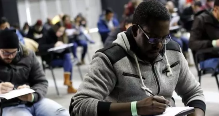 """2%受过高等教育的移民人口在智利从事低技能工作"""""""