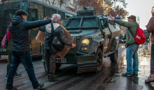智利数百人抗议关闭作为公共教育堡垒的国家学院