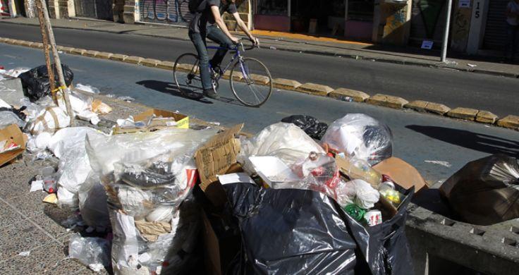 智利首都大区近1.5万吨垃圾堆积