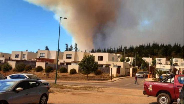 智利瓦尔帕莱索发生火灾事故,500多间民居受到威胁