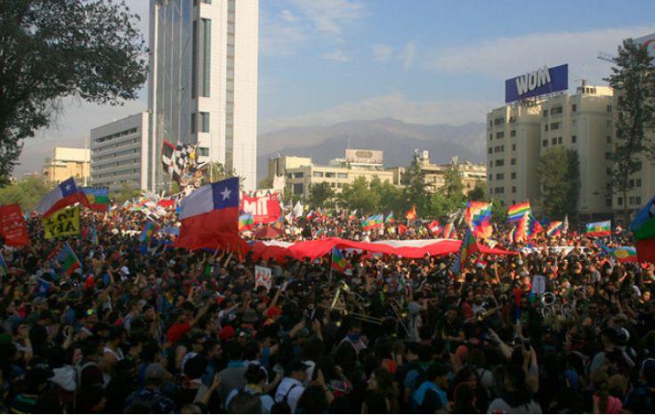智利警方预计 12月份约有14.2万人参加了游行示威