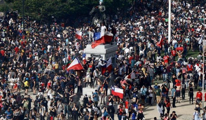智利64%的人都支持继续示威游行