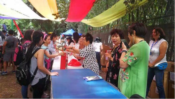 """圣地亚哥市政府与智利华侨华人妇女联华合会联合举办""""中国爱心妈妈日""""的活动"""