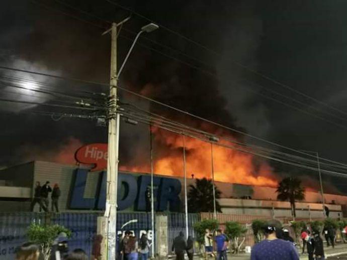 智利暴乱后 损失惨重的美国沃尔玛状告智利政府保护不力