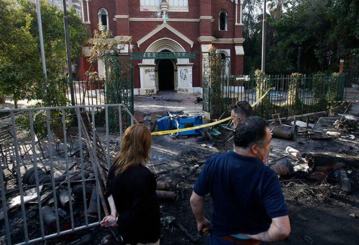 智利警队教堂被烧毁 肇事者已被抓获