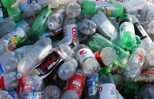"""中国对塑料宣战,外媒:严推""""限塑令""""有益世界"""