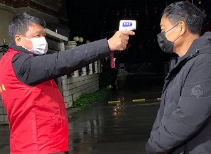 众志成城抗疫情 智利浙江同乡会长周万煊当起了抗疫志愿者