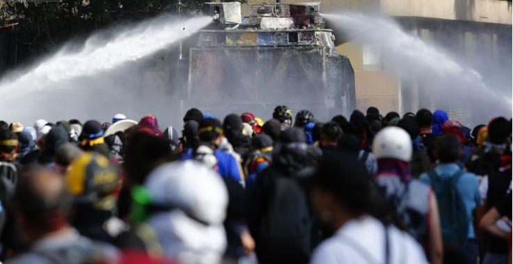 智利政府为维护公共秩序所定下三项主要的工作, 增强人权意识