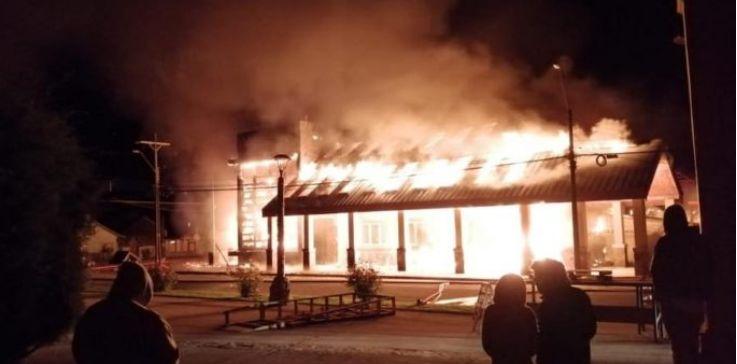 Futaleufú区政府发生火灾被完全烧毁
