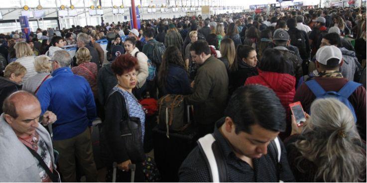 为防御病毒来袭 周一起所有入境智利的旅客都要签署声明