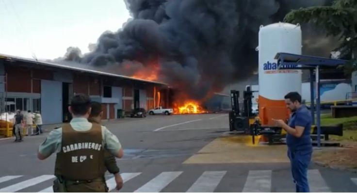 爆炸引起Pudahuel仓库发生火灾, 4人死亡