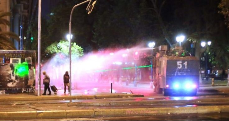 首都再次发生暴乱事件 公共交通巴士暂停服务