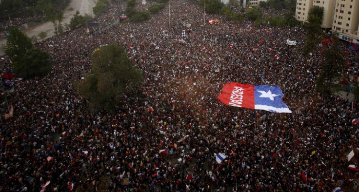 """2%的受访者认为智利在3月或4月将爆发大规模的游行活动""""/"""