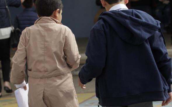 """1%的智利人不赞成学生5月份重返校园""""/"""