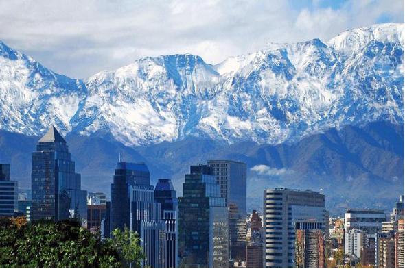 """圣地亚哥是智利疫情重灾区 """"封城""""期间首都批发区华商营业被罚款"""