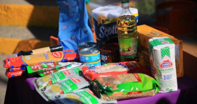 大规模封城下 地方政府向低收入家庭提供食物和卫生包