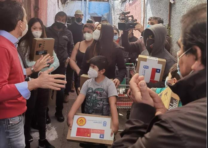 Comunidad chinos:Ayudan a los estudiantes pobres en Santiago