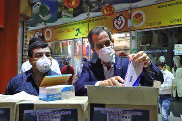 Municipio de Lishui donó 100 mil mascarillas y 15 mil pares de guantes a la comuna de Santiago