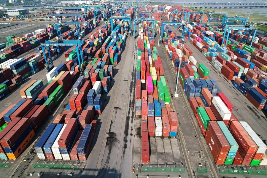 Tasa de crecimiento de comercio exterior de China alcanza nivel más alto en 10 años