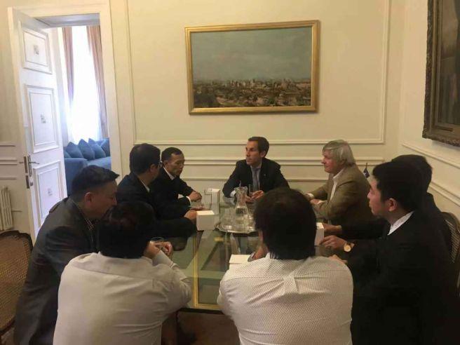 Conmunidad china en chile visitó al alcalde de Santiago, Felipe Alessandri